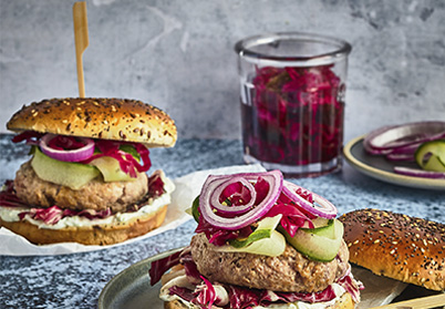 Burger d'agneau au tzatziki et pickles de chou rouge