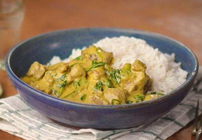Curry d'agneau, pousses d'épinard