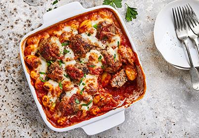 Gratin de gnoccis aux boulettes d'agneau, sauce tomate et mozzarella