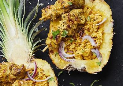 Petites brochettes d'agneau au curry et à l'ananas